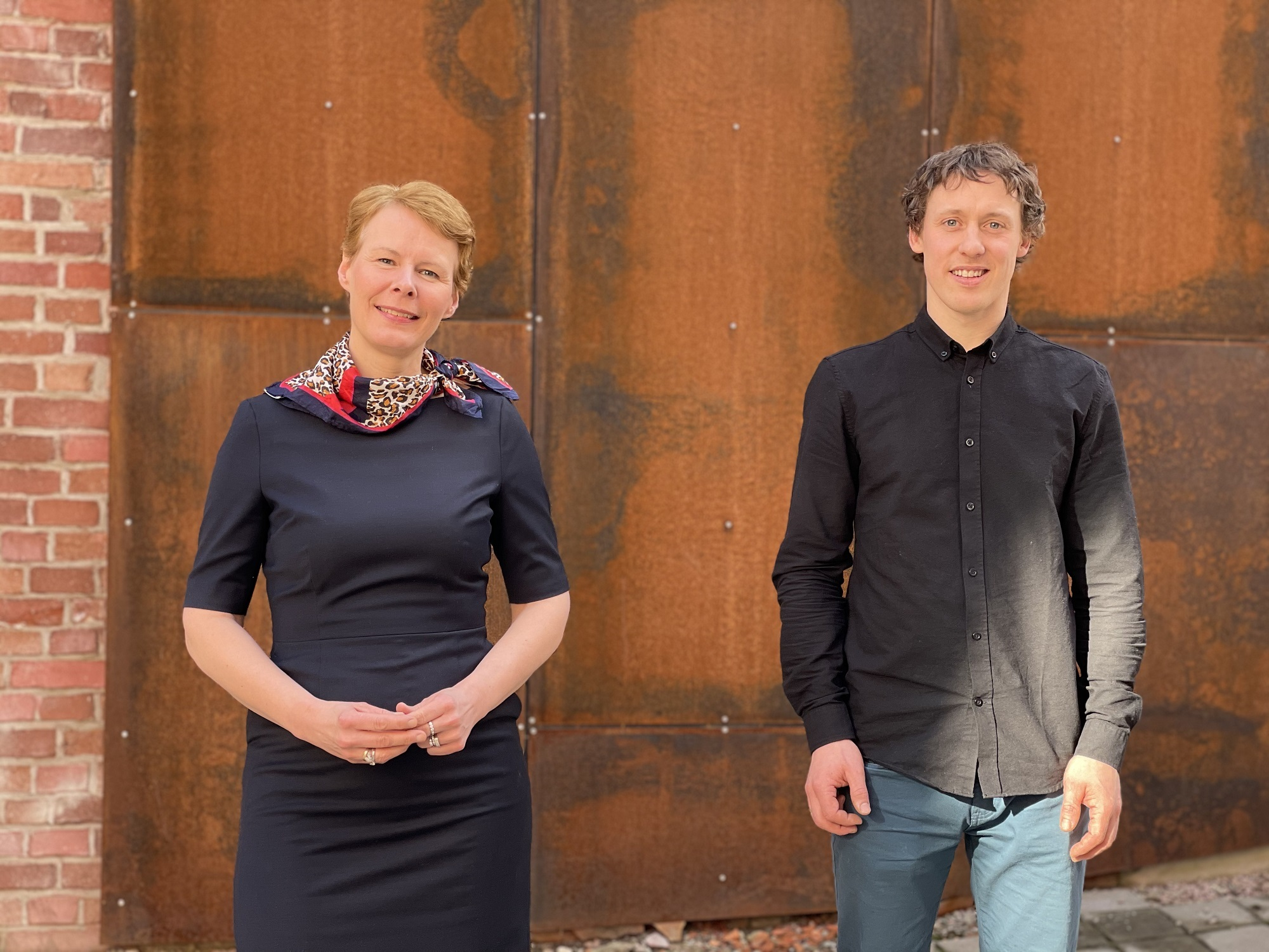 Til venstre adm.dir. Kristin Malonæs og til høgre styreleder Vegard Smenes i Geno. Foto:Turi Nordengen, Geno.