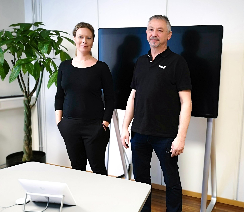 Lisbeth Yvonne Dalheim Risan og Terje Roar Hansen er klare med videobasert liveundervisning i NDT.