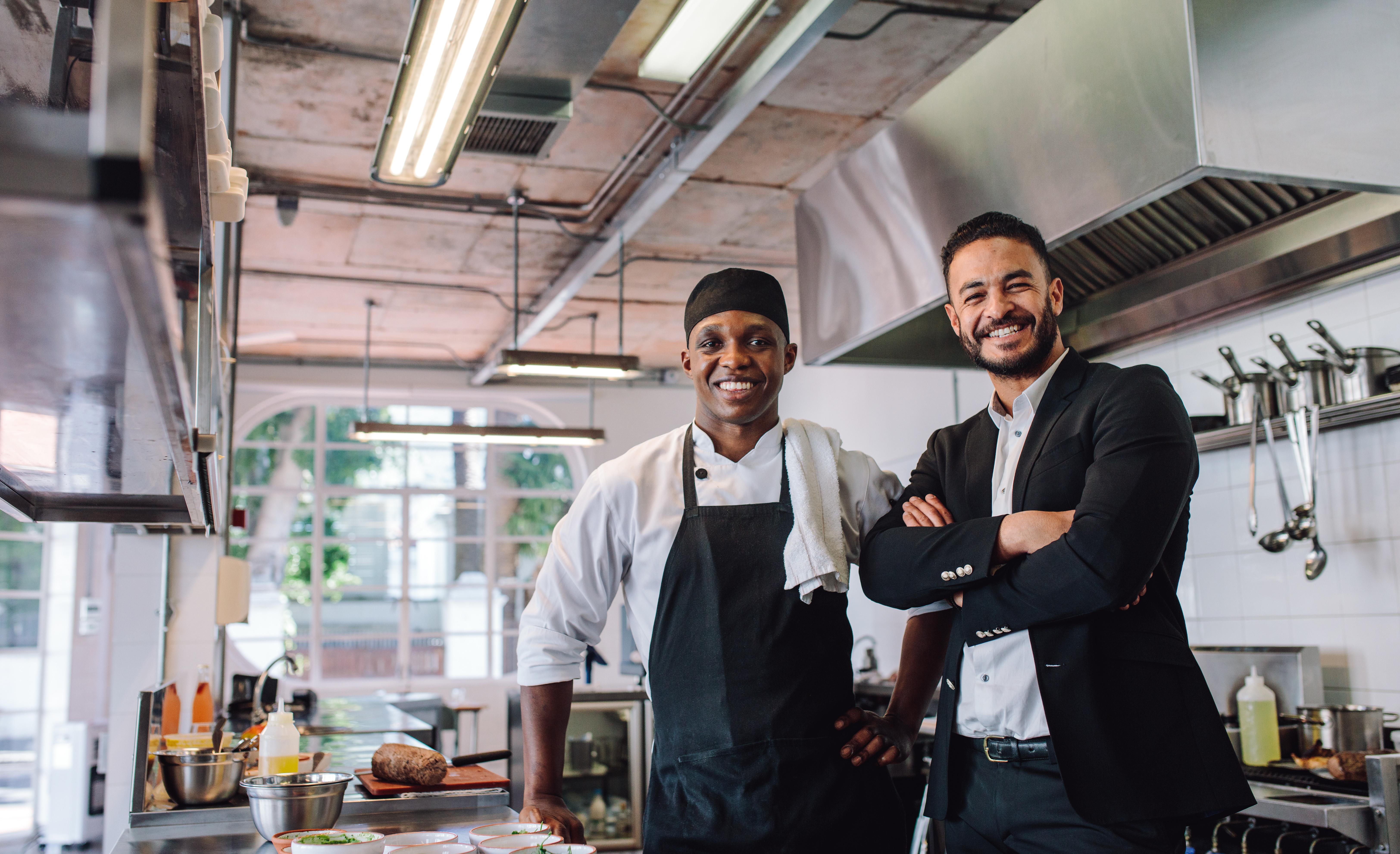 For å drive lønnsomt i et restaurantmarked preget av sterk konkurranse er det essensielt at kjøkkenet har et aktivt forhold til tallene i regnskapet, mener økonomirådgiver Tom Scott Nielsen i INTUNOR Business and Financial Management.