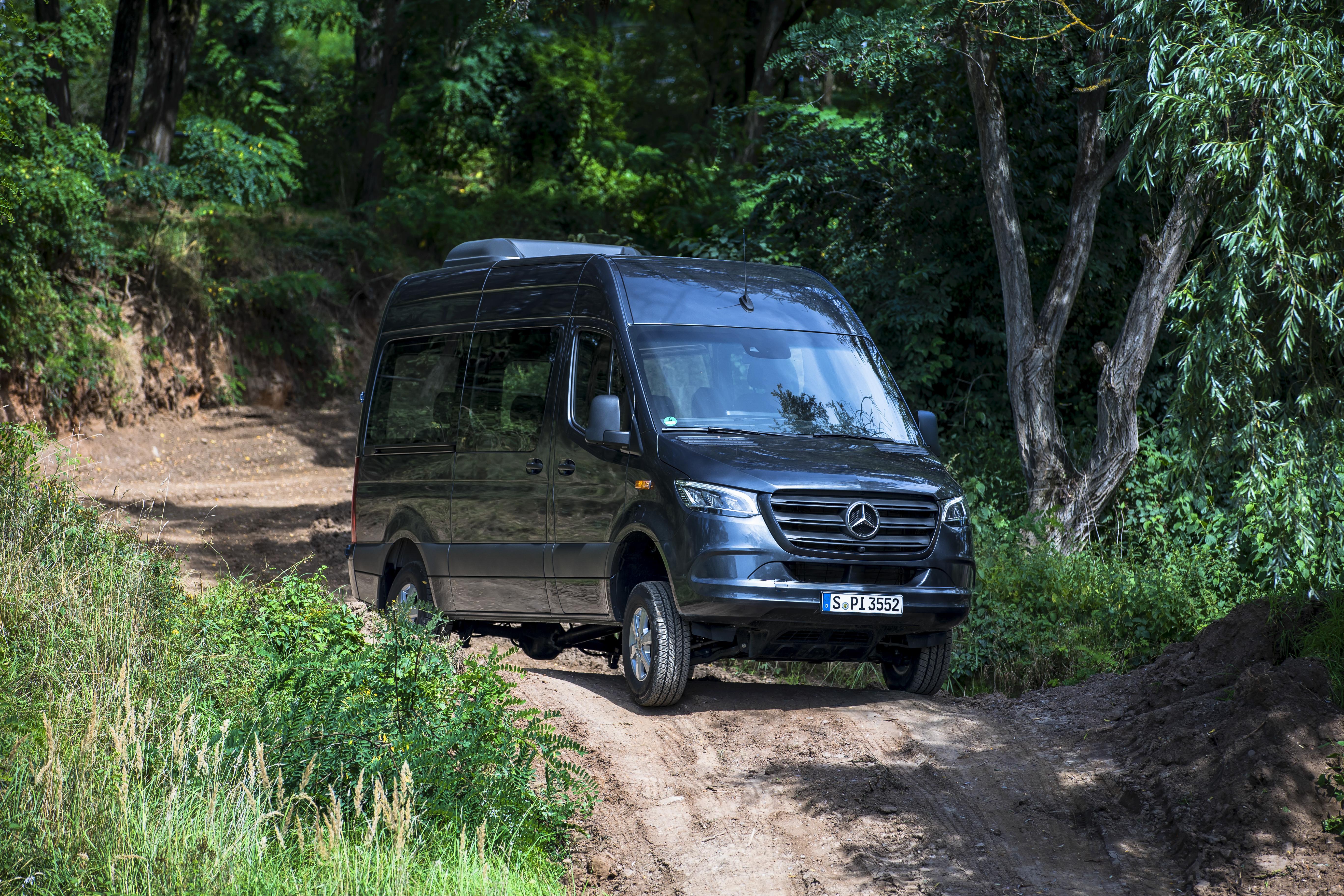 Uppdaterad Mercedes-Benz Sprinter med nya motorer,  snabbdörr och ny fyrhjulsdrift