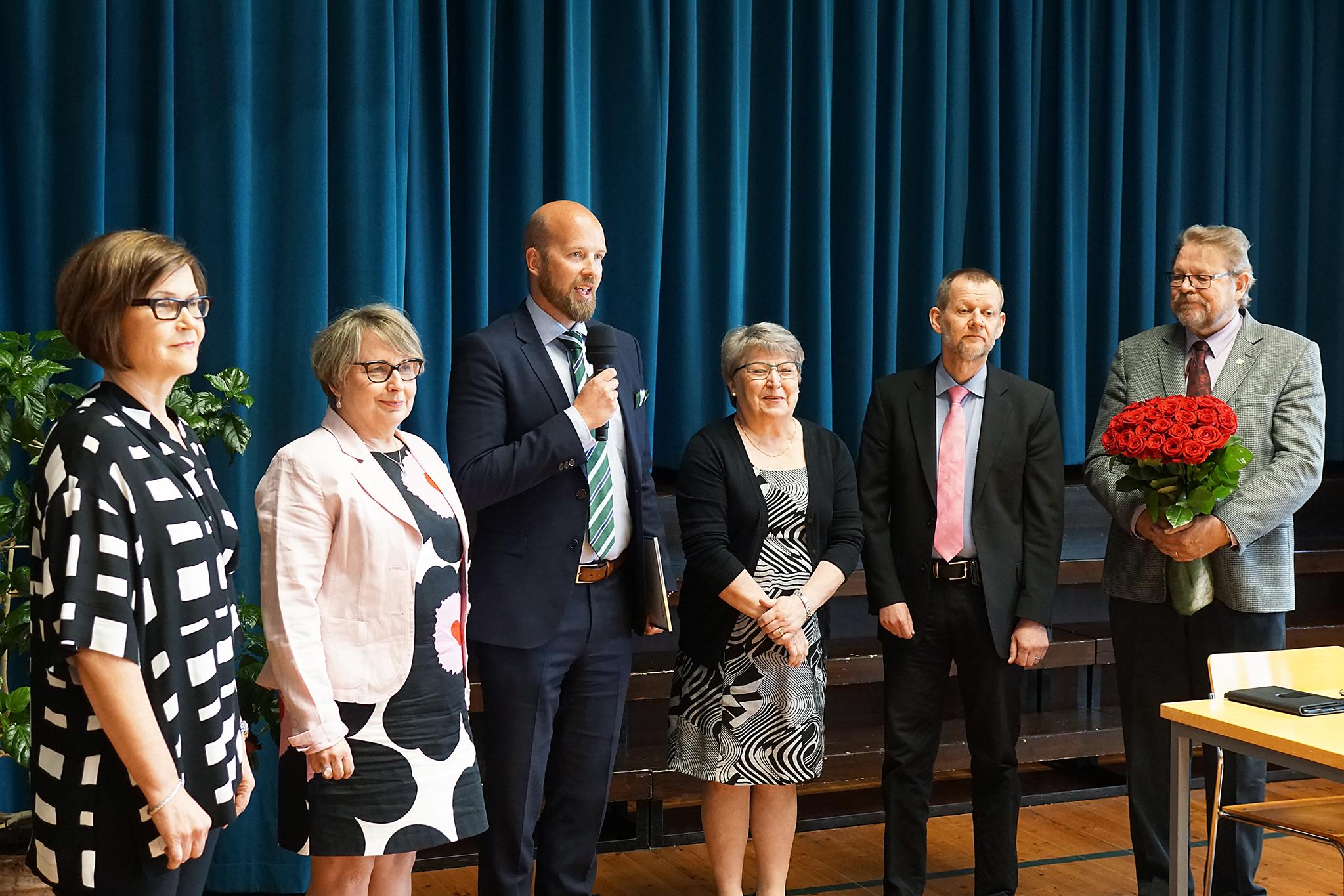 Kiwa Inspecta luovutti Vaalijalan kuntayhtymälle ISO 9001 -sertifikaatin.