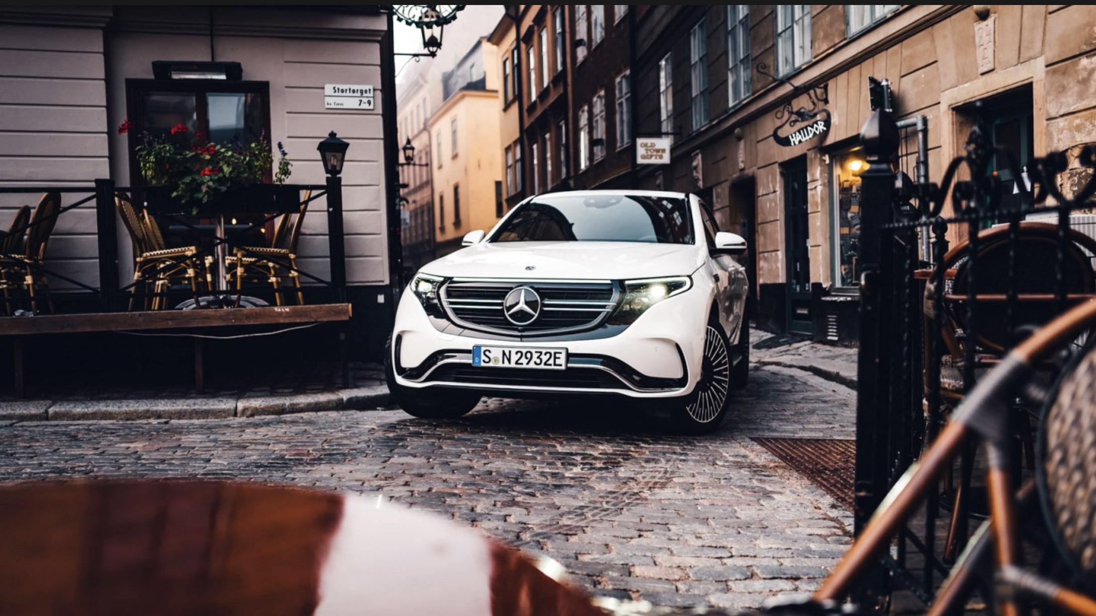 Mercedes näst största premiummärket i Sverige