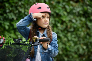 Danske forældre sørger for hjelm til børnene, men mange ved ikke hvordan den skal sidde.