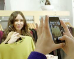Visa Europen raportin mukaan sosiaalista mediaa ja älypuhelinta hyödynnetään yhä enemmän ostosten tekemisen tukena