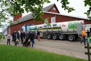 Biogasdriven mjölktankbil på Arlagården Kullingsjös Lantbruk
