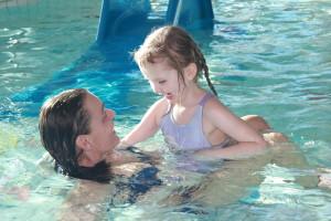 Barna i Læringsverkstedet Trålveien elsker svømming!