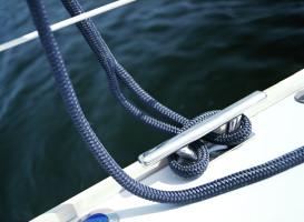 Bild med länk till högupplöst bild PolyRopes Dockline förtöjningslina navy miljöbild