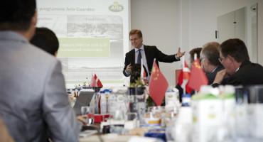 Peder Tuborgh, CEO Arla Foods, byder kinesisk delegation velkommen hos Arla