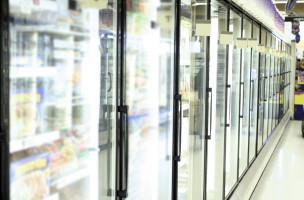Køleskabe i supermarked