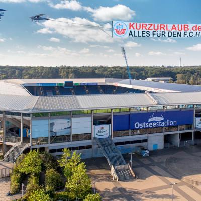 Kurzurlaub.de und der F.C. Hansa streben gemeinsamen Höhenflug an