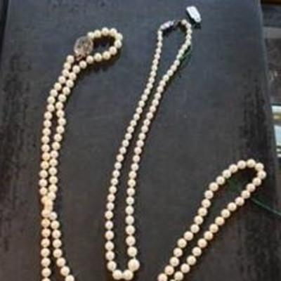 Stolen necklaces