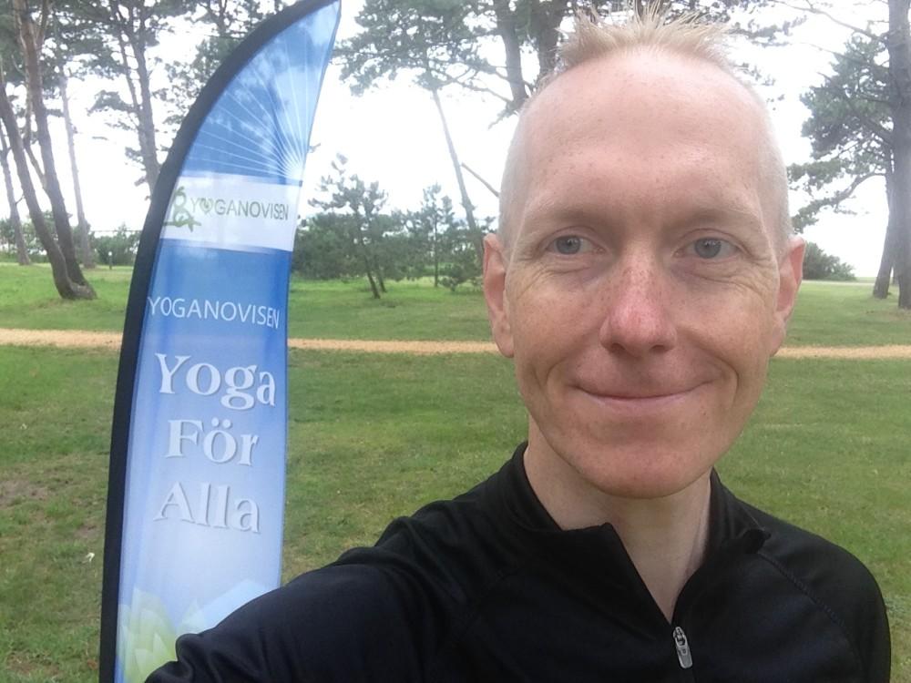 Patrik Kronberg, entusiatisk Yogalärare på Yoganovisen.