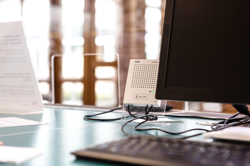 VoiceBridge am Ausgabeschalter Bibliothek: Klare Kommunikation und Schutz