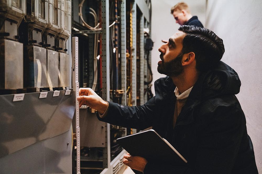 Poja Saleh, daglig leder i tavlebyggerfirmaet Enira