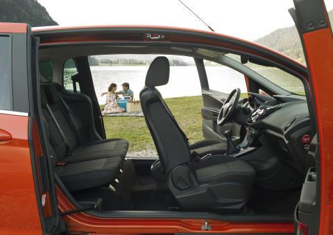 Nye Ford B-MAX har midtstolpen integrert i dørene og får med det en døråpning som er 150 cm bred.