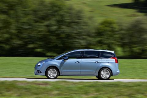 Säkra familjebilen Peugeot 5008 – nu som miljöbil!