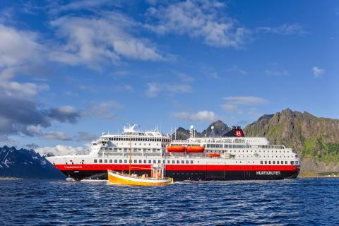 Hurtigruten stopper de fleste seilingene - permitterer ytterligere 2600 ansatte