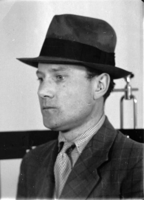 Alfred Rickman efter arresteringen.
