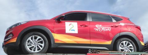Dekorert Hyundai Tucson på trailer