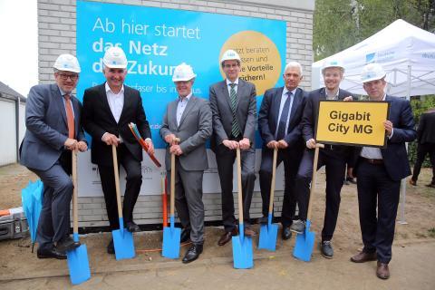 Breitbandausbau Mönchengladbach: Spatenstich mit NRW-Minister Prof. Dr. Andreas Pinkwart
