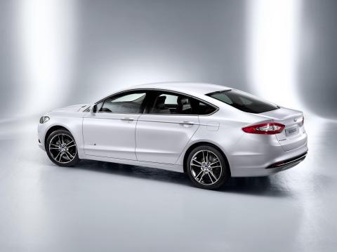 Nye Ford Mondeo lanseres som 4-dørs sedan, 5-dørs combikupè og stasjonsvogn.