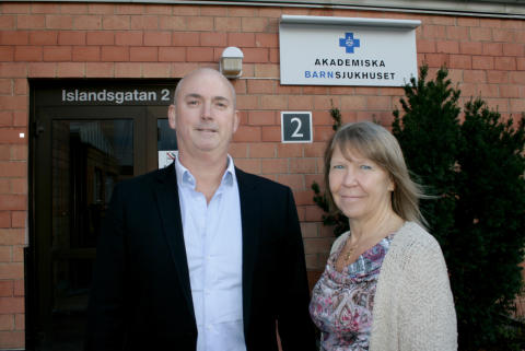 Christophe Pedroletti, verksamhetschef Akademiska barnsjukhuset, tillsammans med Monica Mäki Karlstrand, sektionschef Barns vård och hälsa