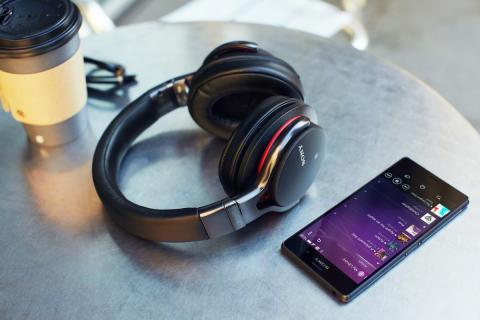 Cztery nowe modele słuchawek Sony z łączem Bluetooth®: wygoda w standardzie