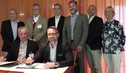 Signing contract with Real Rail in Stockholm