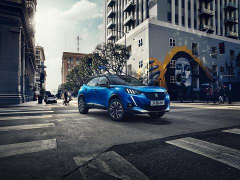 Peugeots elbilar nu i Sverige – med laddbox och serviceavtal på köpet
