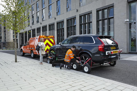 An RAC patrol using the All-Wheels-Up system on a 2019 RAC Heavy Duty Patrol Van