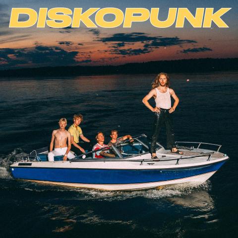 Glittrig disko, tung bas och oortodox punk - Diskopunk släpper EP och minidokumentär