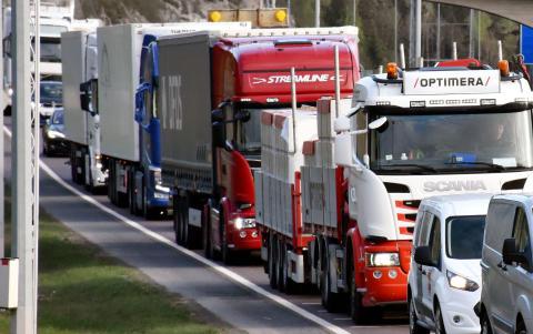 – Lysbakken må finne ut hvor 2000 lastebiler skal ta vegen