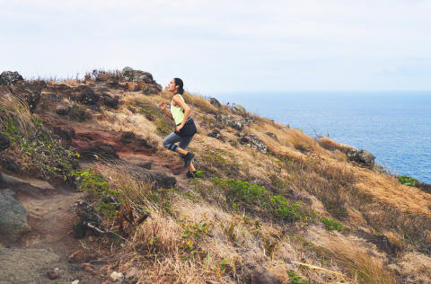 WF-SP900_W_Trailrun_WideAngle-Mid