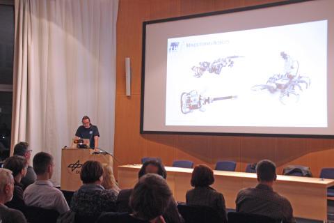 """6. Schüler-Ingenieur-Akademie Robotool gestartet: neues """"Weltraumexperiment"""" gemeinsam mit dem DLR Berlin"""