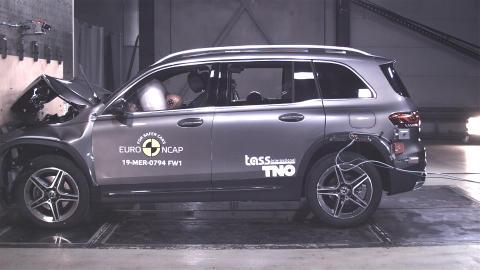 Mercedes-Benz GLB full width test November 2019