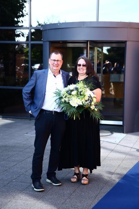"""Lars Larsens """"rechte Hand"""" Åge Nielsen feiert 40-jähriges Firmenjubiläum bei JYSK/DÄNISCHES BETTENLAGER"""