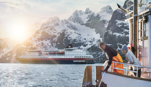 Hurtigruten byr på Kystruten: Vil fortsatt drive Bergen - Kirkenes