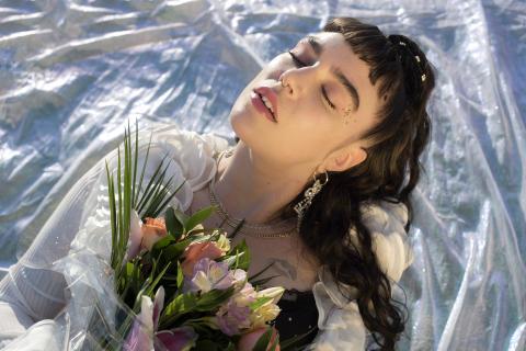 """Beatrice Eli  släpper """"The Careful EP"""" – om relationer, känslan av att vara förlorad i kärleken och förlora sig själv till den"""