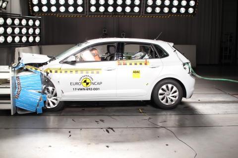 VW Polo - frontal offset impact test - Nov 2017