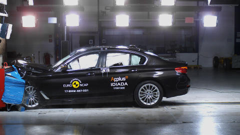 BMW 5-Series - Frontal Offset Impact test 2017