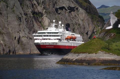 Hurtigruten to power cruise ships with dead fish