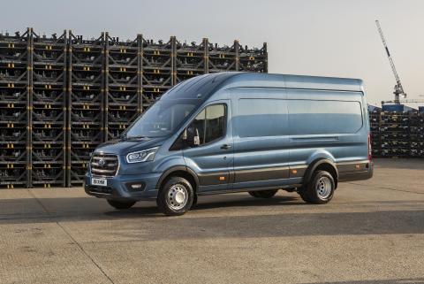 Ford představuje Transit s celkovou hmotností pěti tun, který je předurčen pro přepravu větších nákladů a těžké nástavby