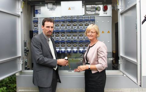 Rolf Stibler, Leiter Netzbau am Netzcenter Freilassing, und Ursula Jekelius, Regionalleiterin Oberbayern, stellten technologische Entwicklungen und klassische Netzbaumaßnahmen vor (v.l.).