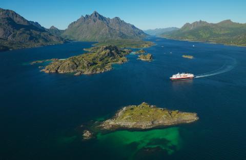 Hurtigruten feirer 125 år: Samler kommuner i kampen mot plast
