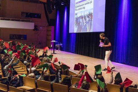 Fria ordets dag på turné till svenska sjätteklassare