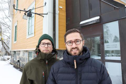 Per Boman och Oscar Lundkvist Sund utanför ingången till Kamenski.