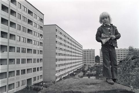 Unika dokumentärbilder från Hammarkullen och Volvo i ny utställning