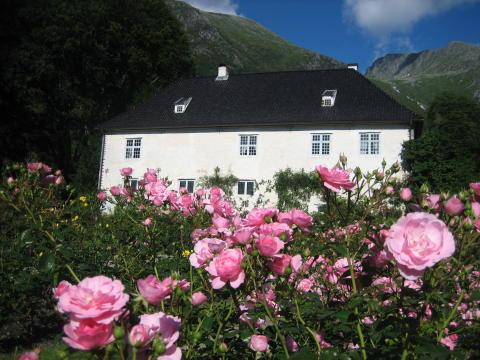 Das im 17. Jahrhundert erbaute Schloss Baronie in Rosendal ist ein Lieblingsort der norwegischen Autorin Erika Fatland.