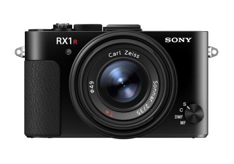 A Sony apresenta a nova câmara compacta RX1R II com sensor de imagem full-frame retroiluminado de 42,4 MP