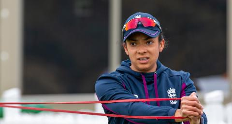 Sophia Dunkley receives first England Women's Central Contract